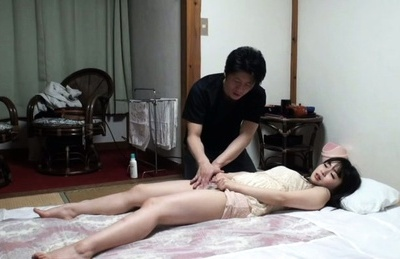 Glamour Japanese girl gets fucked at the beauty salon