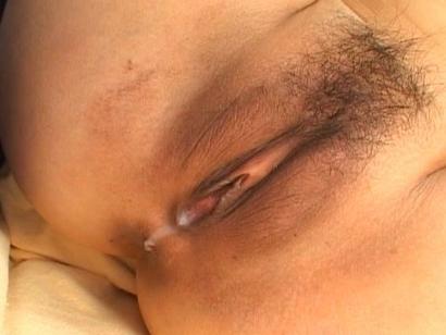 Yuri Mizuki Amazing Asian model shows off her wet creampie
